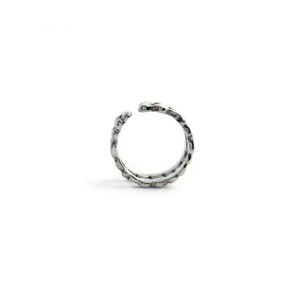 Aro LENA EARCUFF DOUBLE es un pendiente para llevar en el borde superior de la oreja, no necesita agujero y está formado por dos aros de plata tallados inspirados en la cristalización del agua.